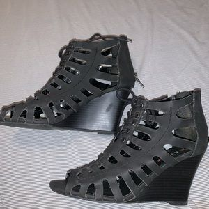 Just fab women's black wedges size 7